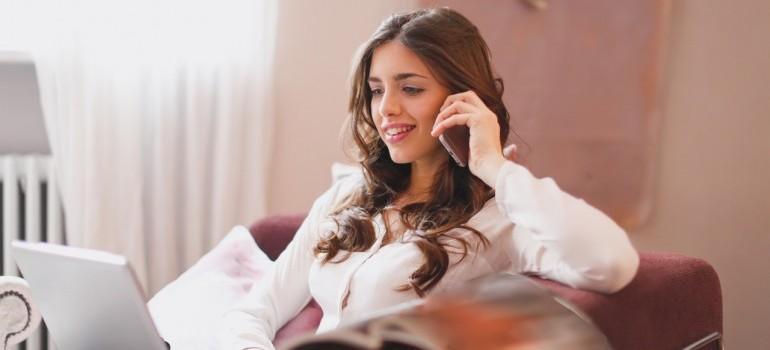 girl making a phone call